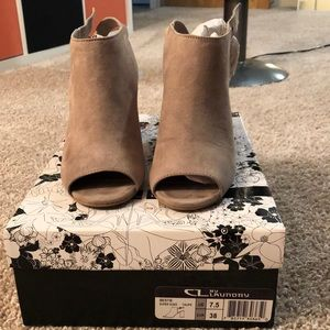 Taupe colored CL by Laundry peep toe heel